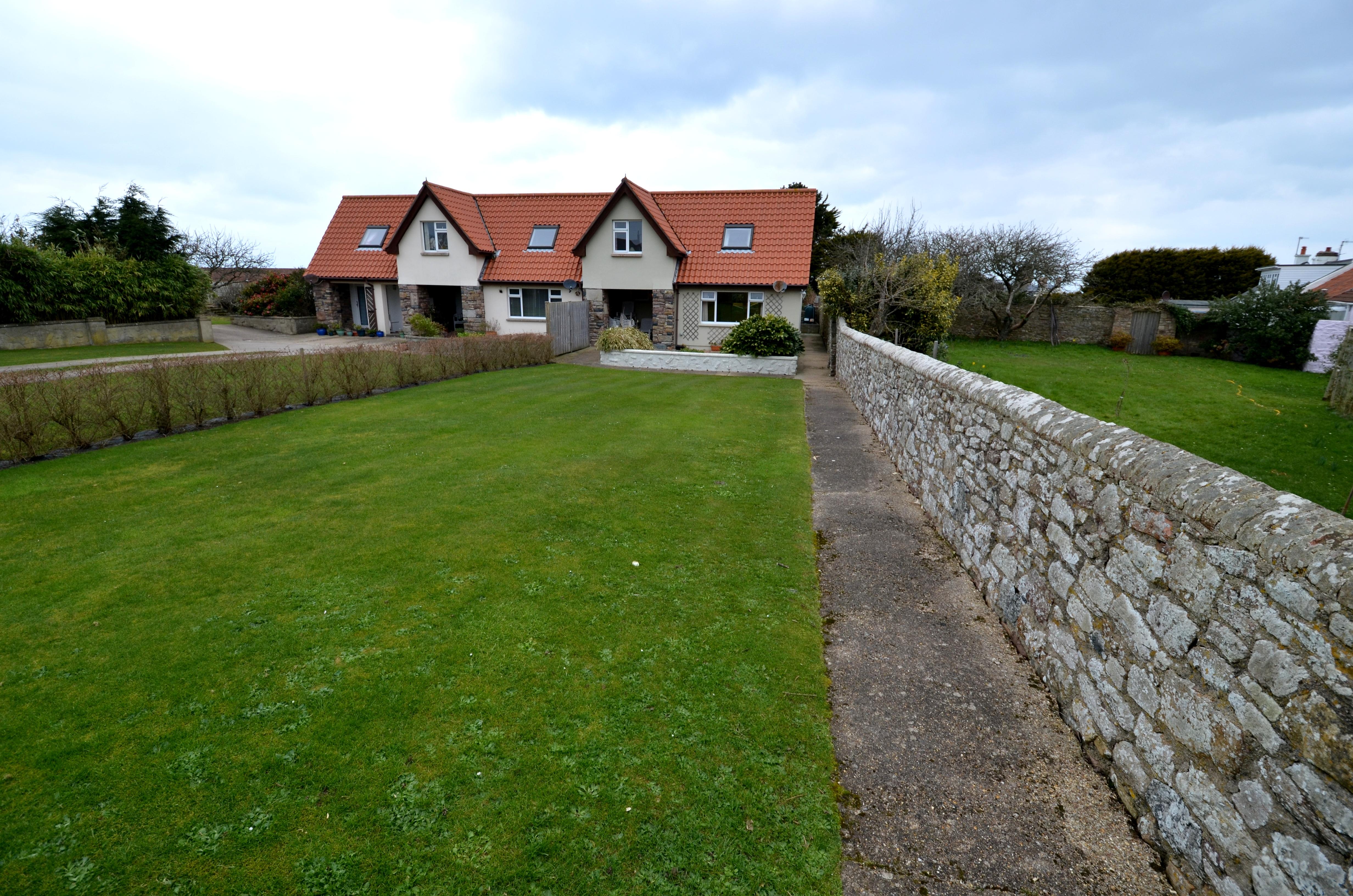 AS1004 3 Roja Cottages, La Trigale, Alderney.