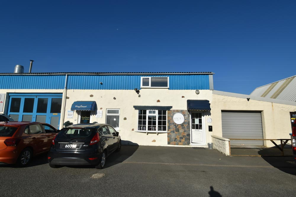 CR1014 Hairdresser Salon, Port Grat.